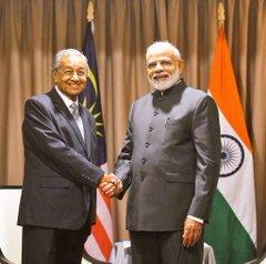 रूस में मलेशियाई प्रधानमंत्री से मिले PM मोदी